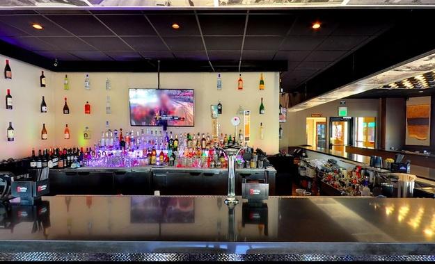 San Francisco venue Napkins Bar & Grill