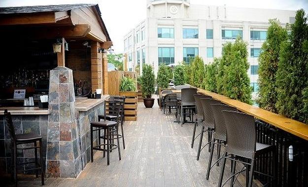 DC / MD / VA venue Arlington Rooftop Bar & Grill